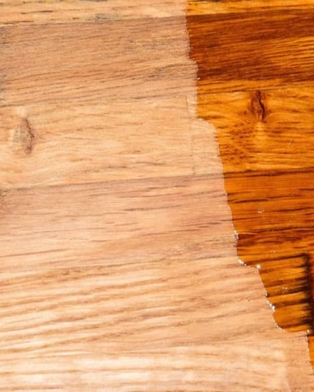 applying-wood-stains-varnishes