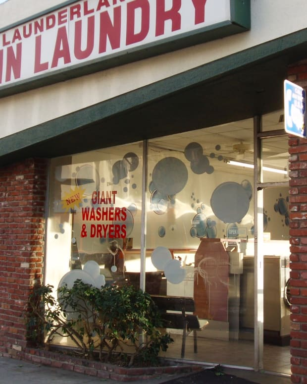 how-to-wash-and-dry-clothes-at-a-laundromat