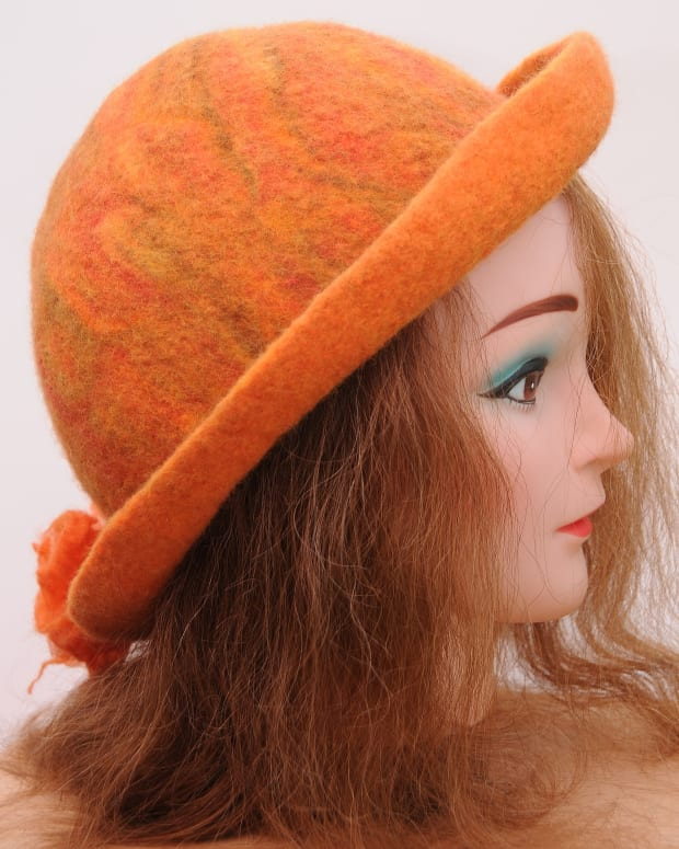 how-to-use-a-resist-shape-to-create-a-wet-felted-hat-and-flowers