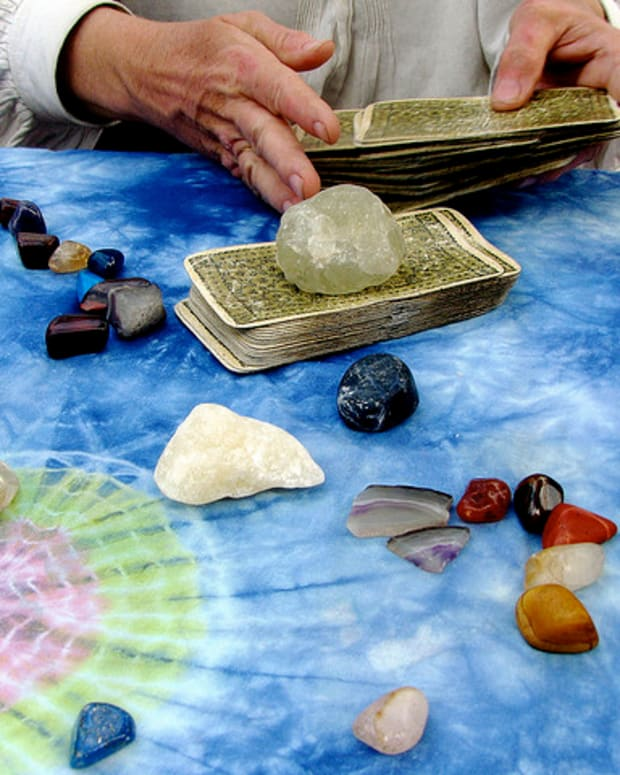 Using crystals with your tarot or oracle deck