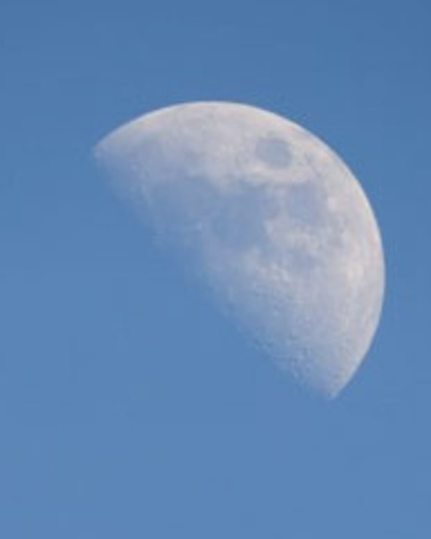 how-can-we-see-the-moon-during-the-day