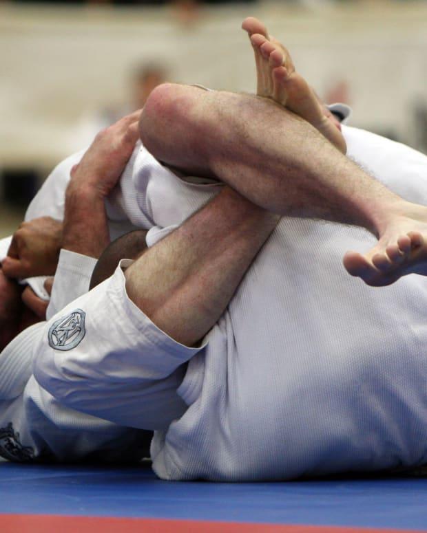 escaping-the-triangle-choke-a-bjj-tutorial