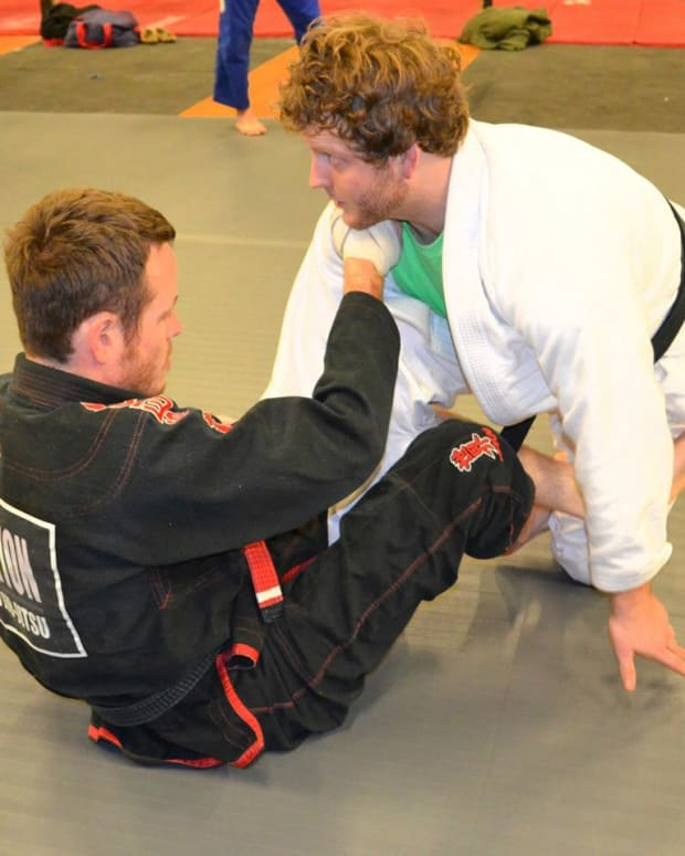 basic-deep-de-la-riva-guard-a-bjj-sweeps-tutorial
