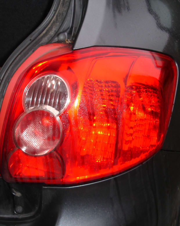 how-to-replace-a-tail-light-bulb-on-toyota-auris