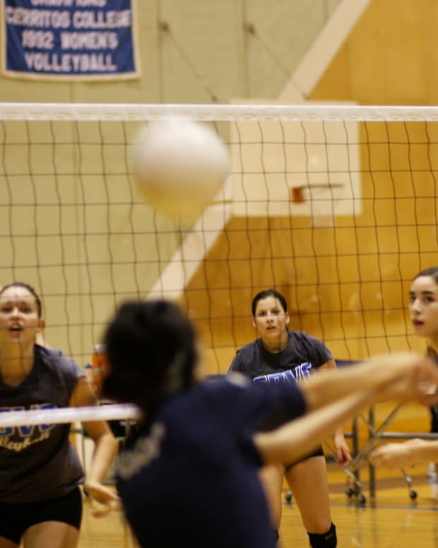 four-effective-volleyball-combination-plays