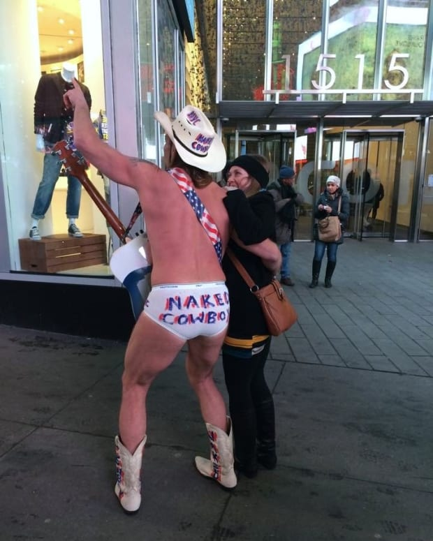 the-naked-cowboy-in-nyc