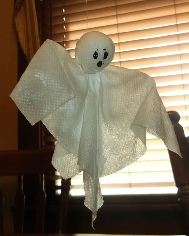 posable-paper-towel-halloween-ghosts