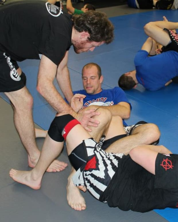 leglocks-from-the-knee-cut-guard-pass-position-a-bjj-tutorial