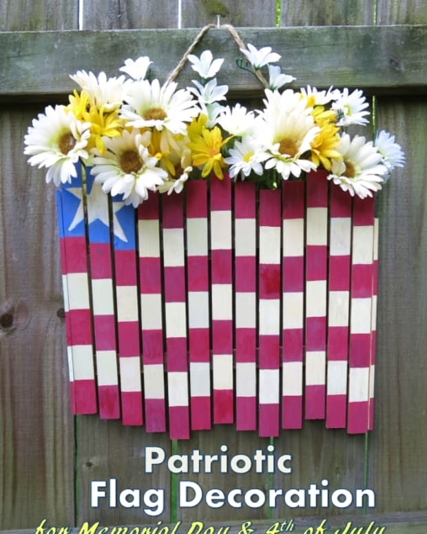 diy-craft-tutorial-4th-of-july-patriotic-flag-door-or-wall-decoration