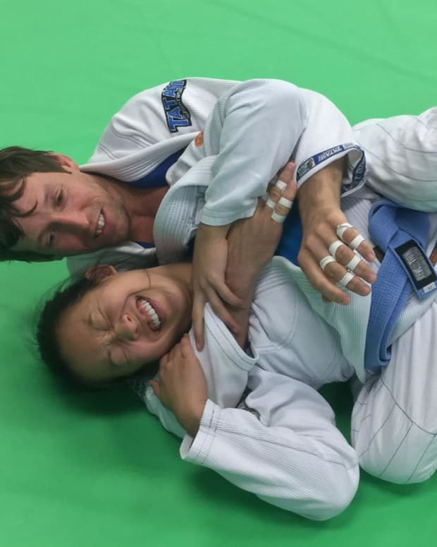 the-crunch-and-turn-basic-back-escape-a-bjj-tutorial