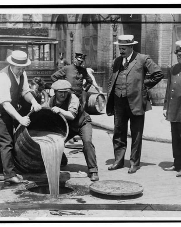 how-illegal-alcohol-made-the-roaring-twenties-roar