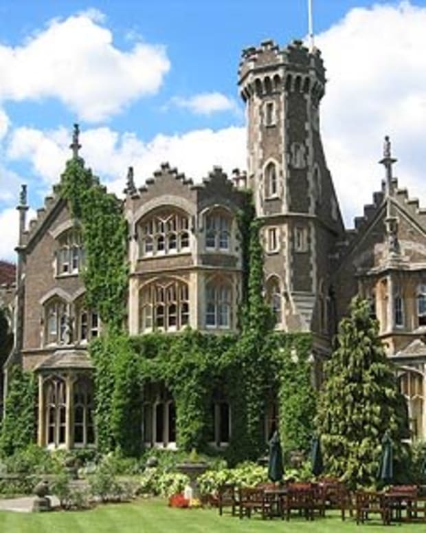 the-real-hammer-house-of-horror-oakley-court-hotel-windsor