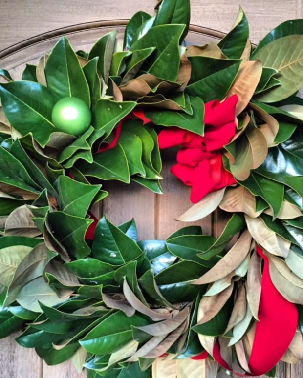 how-to-make-a-magnolia-christmas-wreath
