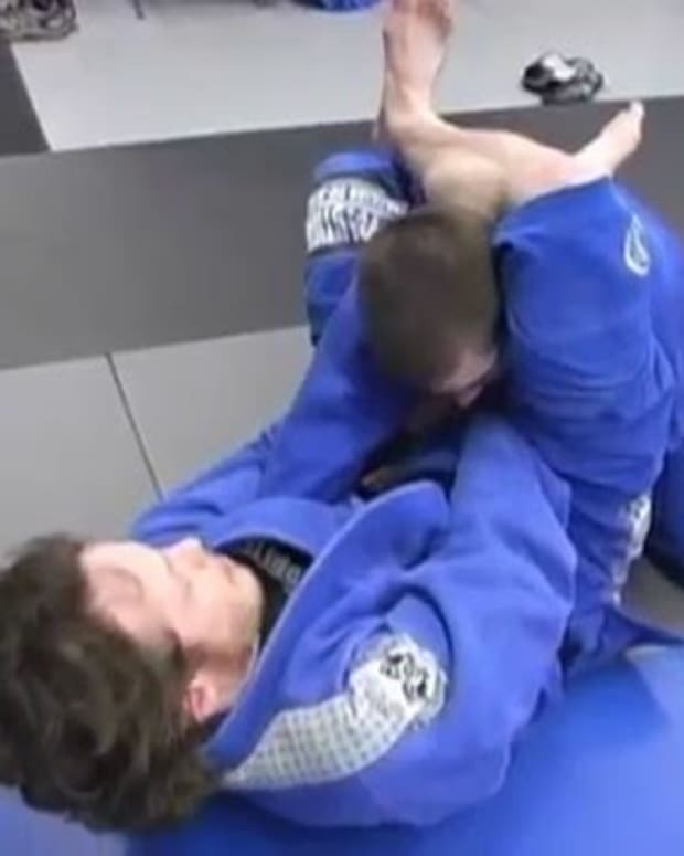 fine-tuning-your-triangle-choke-finish-a-bjj-tutorial