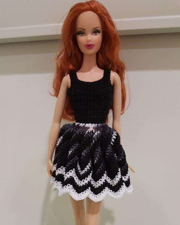 barbie-twisted-chevron-dress-free-crochet-pattern