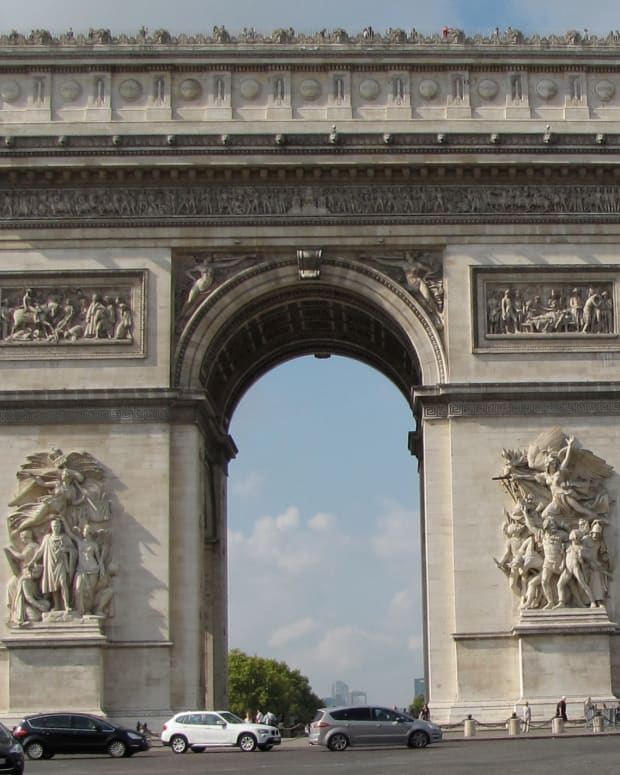 visiting-the-arc-de-triomphe-paris-france