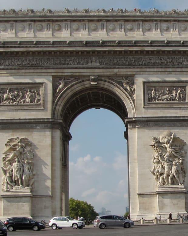 visiting-the-arc-de-triomphe-paris-france