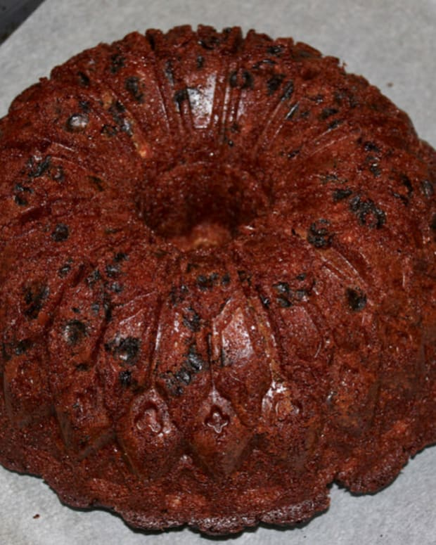 bundt-pan-recipes-priscillas-perfectly-pleasing-holiday-prune-cake