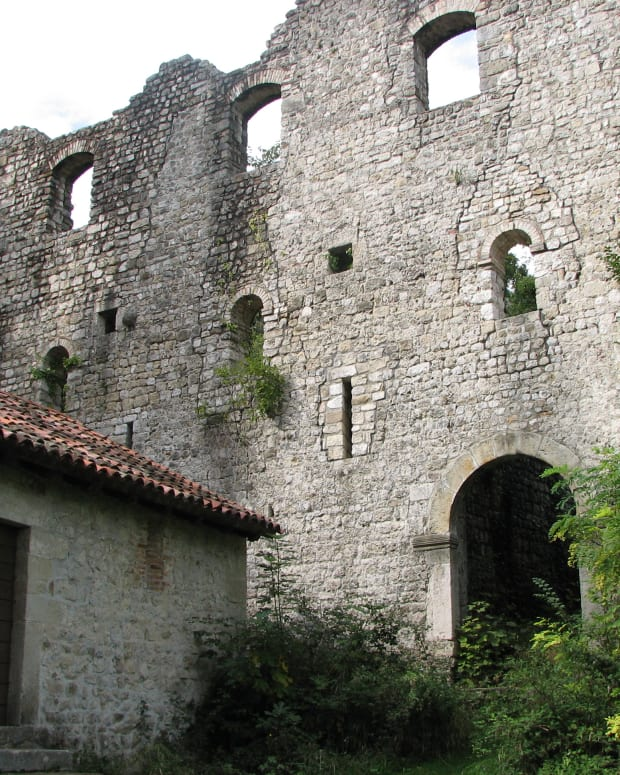 exploring-italy-the-castle-ruins-of-maniago