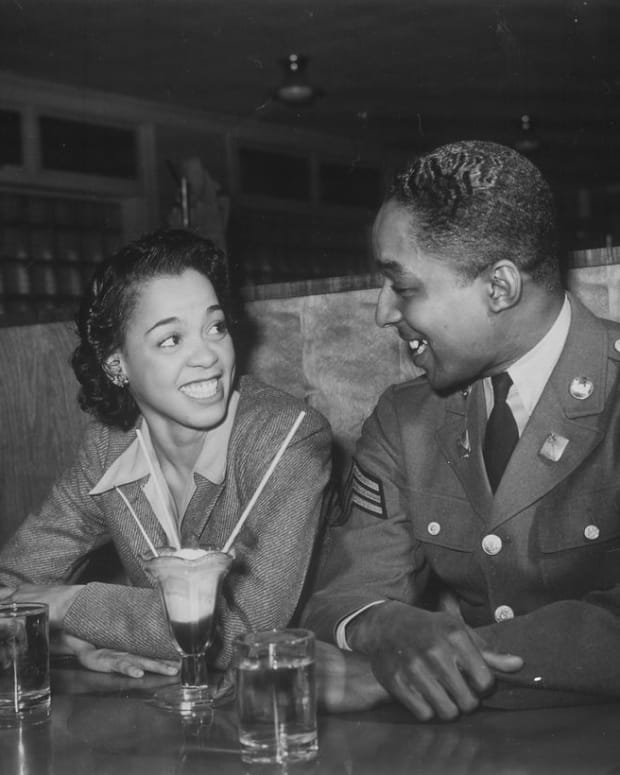 african-americans-ww2-homefront-photos-of-ideal-soldier