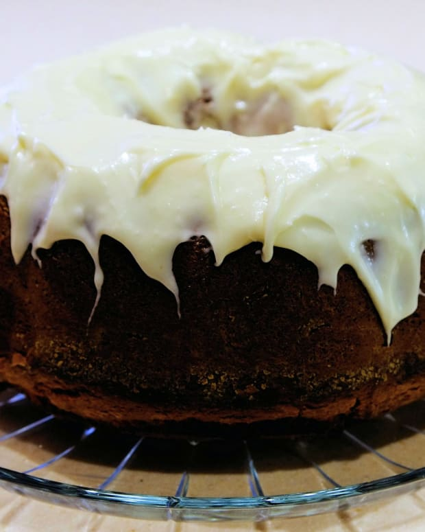 thanksgiving-spice-cake-with-maple-frosting