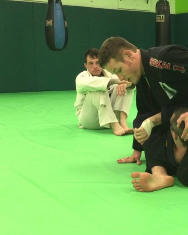 how-to-establish-s-mount-a-bjj-tutorial