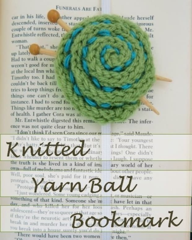 free-knitting-pattern-easy-knitted-yarn-ball-bookmark