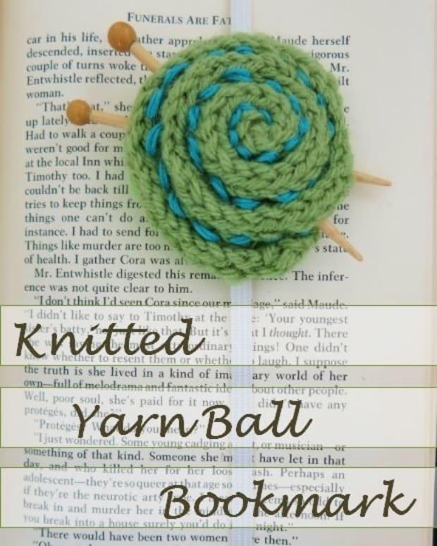 free-knitting-pattern-easy-knitted-yarn-ball-bookmark