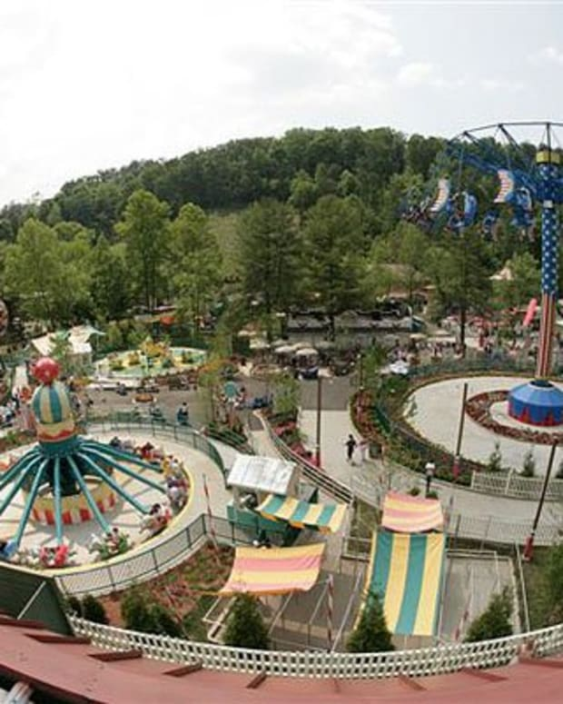 gatlinburg-tennessee-great-smoky-mountains-tourism