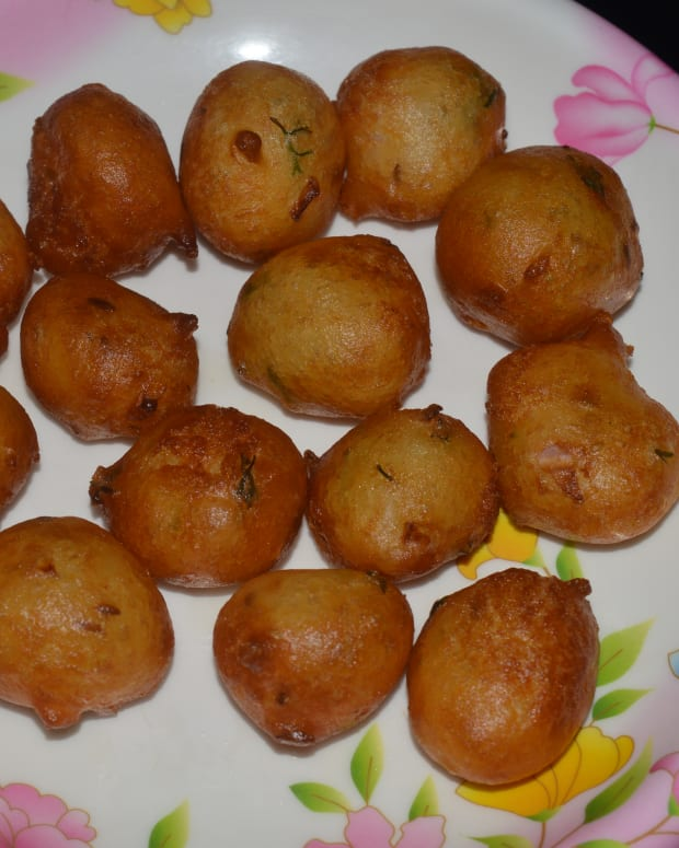 maida-fritters-called-mangalore-bonda-or-goli-baje
