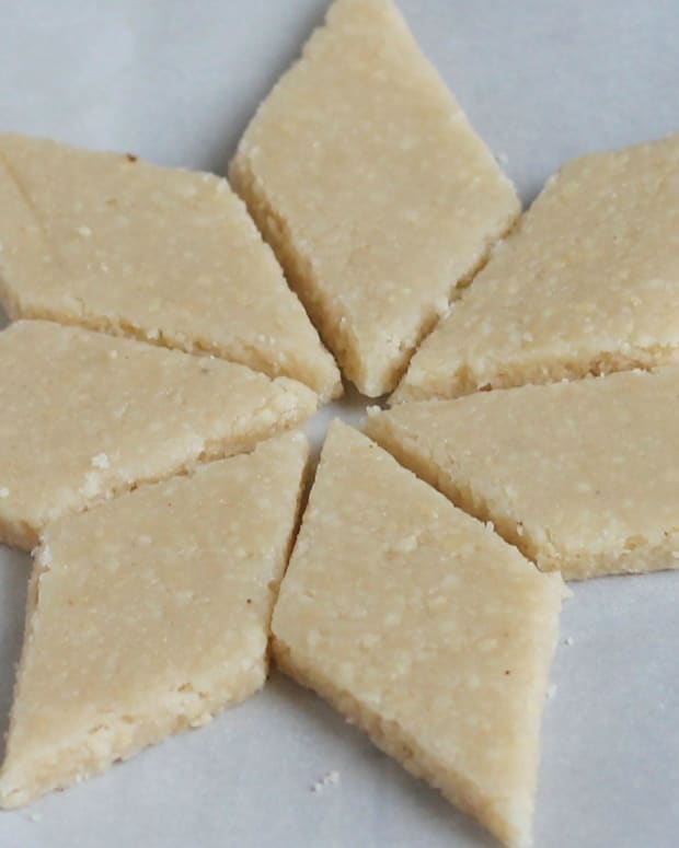 how-to-make-cashew-barfi-or-kaju-barfi-sweets