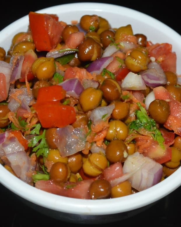 making-black-chickpeas-salad-or-kala-chana-salad