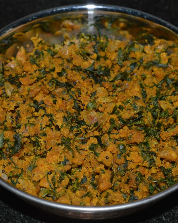how-to-make-fenugreek-leaf-jhunka-or-chickpea-flour-curry