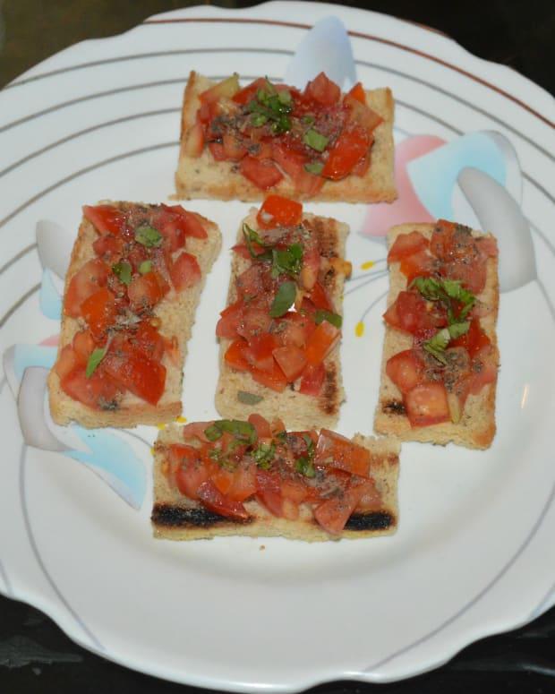 how-to-make-italian-tomato-basil-bruschetta