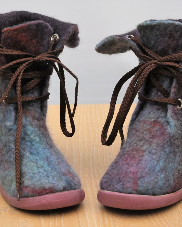 how-to-make-wet-felted-boots-for-children