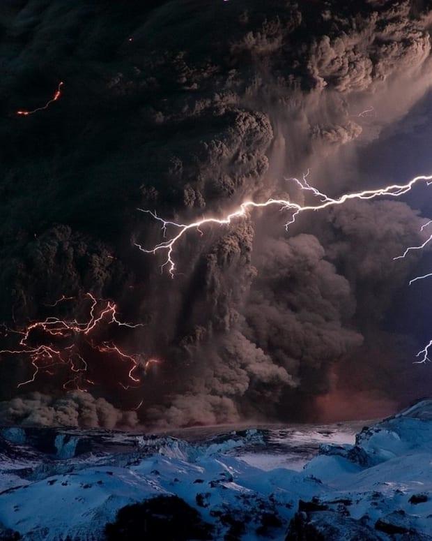 thunderstorm-rise-of-dead