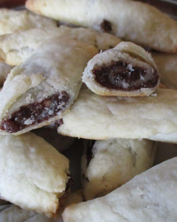 moms-cooking-nut-rolls