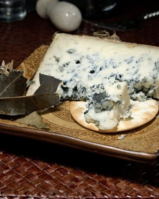 exploring-blue-cheese-myths-truths-and-fabulous-recipes