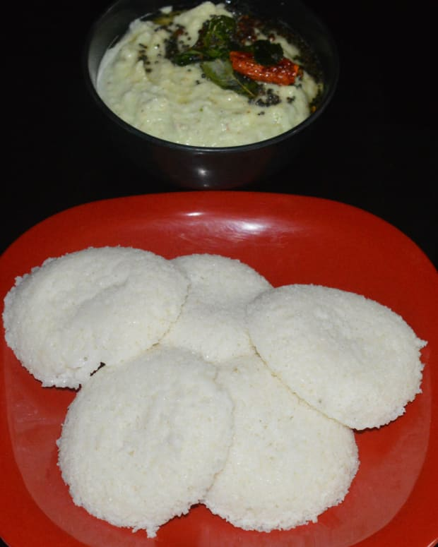 breakfast-foods-black-gram-dehusked-urad-and-rice-semolina-idli-recipe