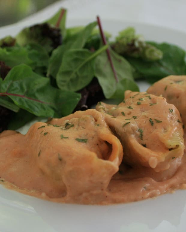 chicken-stuffed-shells-with-tomato-cream-sauce