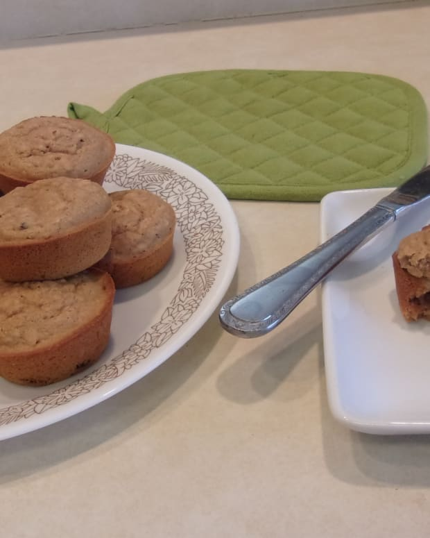 vegan-applesauce-raisin-muffins