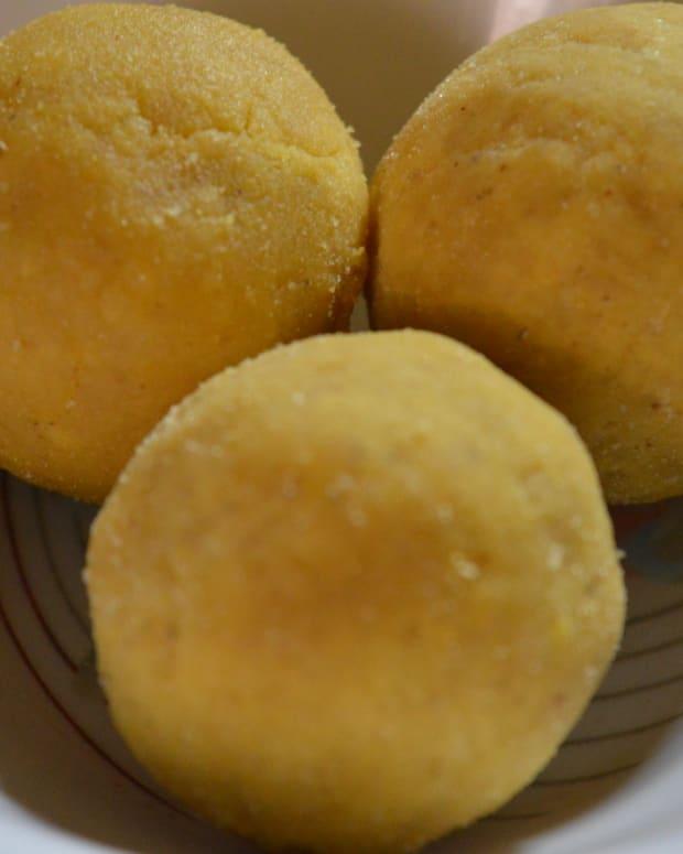 how-to-make-gram-flour-sweet-balls-or-besan-ladoo