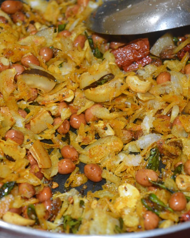 a-quick-recipe-to-make-spicy-beaten-rice-snack-or-poha-chivda