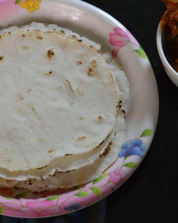 how-to-make-soft-akki-roti-or-rice-roti-from-rice-flour