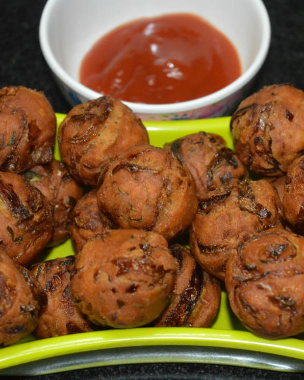 how-to-make-onion-bondas-or-onion-fritters-or-onion-pakoras