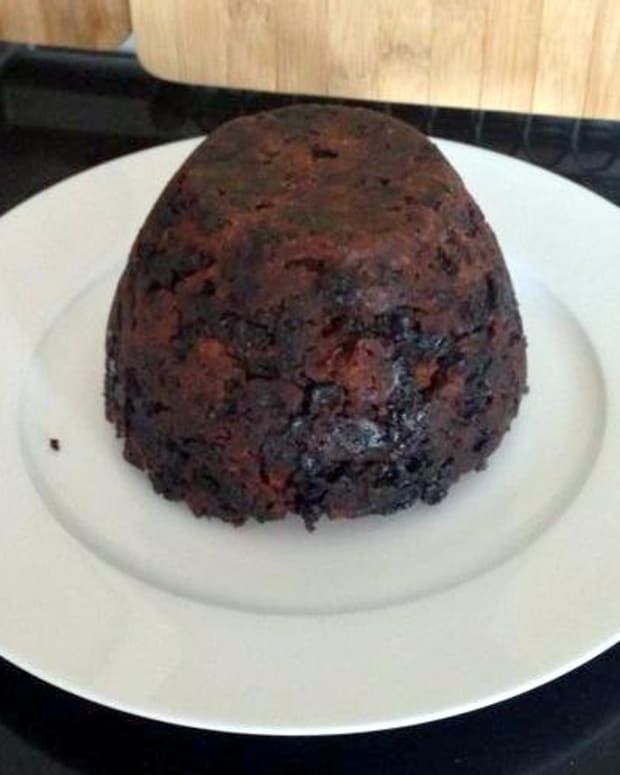 how-to-make-a-christmas-pudding-recipe-recipes-ingredients-holiday-bake-cook-traditional-holidays