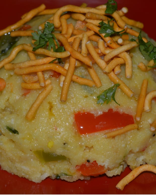 making-a-healthy-indian-breakfast-dish-semolina-upma-with-vegetables