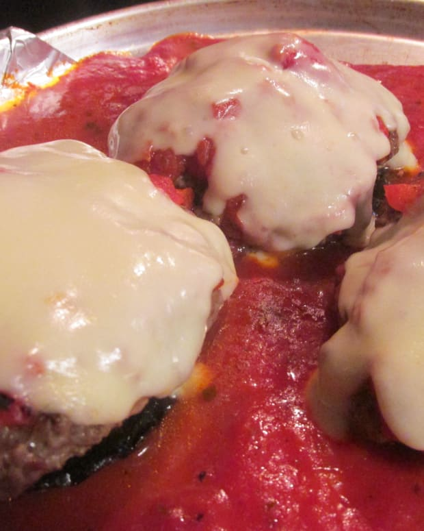 how-to-make-low-carbohydrate-cheeseburg-with-portabella-and-mozzarella-cheese