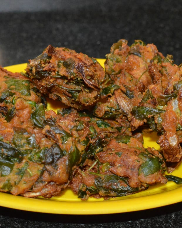 making-fenugreek-leaf-fritters-or-methi-pakora