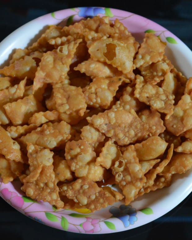 spicy-diamond-cuts-or-khara-shankarpali-recipe